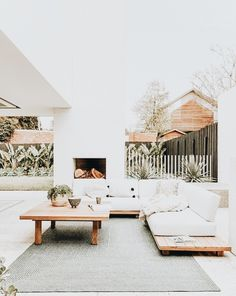 summer home design ideas. outdoor home decor inspiration. Style At Home, Outdoor Lounge, Outdoor Spaces, Outdoor Couch, Outdoor Seating, Exterior Design, Interior And Exterior, Patio Design, Garden Design