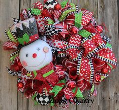 Zazzy Country on Facebook Front Door Christmas Decorations, Christmas Mesh Wreaths, Deco Mesh Wreaths, Door Wreaths, Christmas Makes, Green Christmas, Christmas Ideas, Christmas Crafts, Merry Christmas