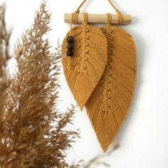 PIÓRKA MAKRAMA liść liście ze sznurka BOHO dekor 10874305369 - Allegro.pl Bohemian Art, Boho Diy, String Art, Art Drawings, Feather, Diy Projects, Christmas Ornaments, Holiday Decor, Modern