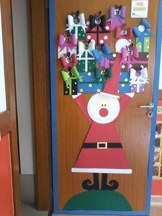 Pensando ya en cómo vamos a decorar la puerta este año...  Os dejo estas geniales ideas, sacadas de Pinterest.   El año pasado la decoramos ...