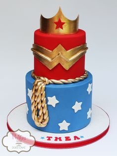 Wonder Woman cake!  #wonderwomancake #peggydoescake