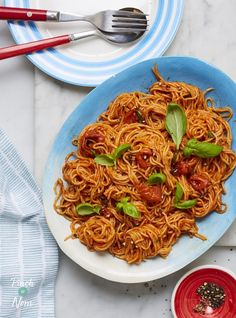 A quick, speedy meal that makes the most out of a few tasty ingredients. We've kept this pasta recipe simple to let the flavours shine! Tomato Pasta Recipe, Cherry Tomato Pasta, Cherry Tomatoes, Pasta Recipes, Cooking Recipes, Low Calorie Recipes, Healthy Recipes, Lean Recipes, Healthy Meals