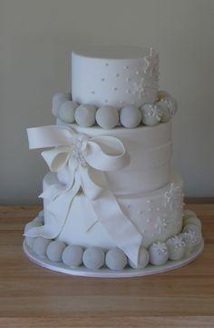 Elegant snowy white wedding cake