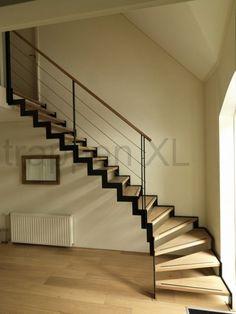 #Designtrap type muizeboom voorzien van balustrade met rvs spandraden. #Gebogen_trap