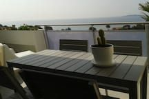 Apartment in La Ciotat, France. T2 of 35m2 with terrace of 15m2 south on the top floor not overlooked Completely refurbished, contemporary style and very bright Services and equipment quality level. Panoramic sea views across the Gulf of La Ciotat At 200 meters from the wild coa...