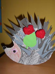 Ježek s jablíčky. Ježek z tvrdého papíru vybarven voskovou, nalepeny šedé a…