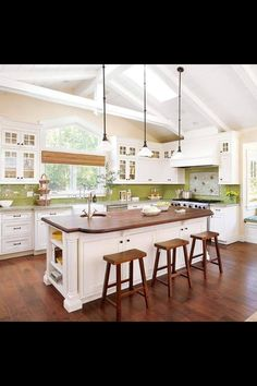 i do not like the green backsplash..