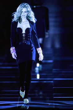 Versace Fall 1991 Ready-to-Wear Fashion Show - Karen Mulder