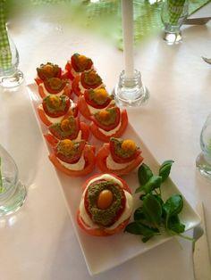Pomidory po włosku Mozzarella, Pesto, Strawberry, Fruit, Vegetables, Food, Essen, Strawberry Fruit, Vegetable Recipes