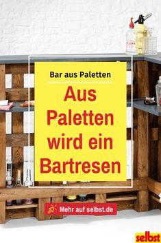 Eine eigene Hausbar muss kein Traum bleiben. Jeder kann sich eine eigene Bar leisten – aus Paletten! Wir zeigen dir, wie du für wenig Geld deine eigene rustikale Hausbar baust! #bar #hausbar #paletten #europaletten #palettenbar #palettenmöbel #möbelbauen #möbelbau #möbel #selbst Diy Bar, Gardens, Random, Fine Dining, Deck Bar, Rustic Bars, Build A Bar, Outdoor Gardens, Casual