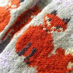 After seeing a beautiful shade of orange at a LYS I suddenly needed to have a pair of fox mittens.