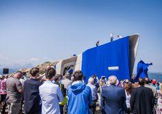 Vor der Eröffnung war der Bau von Zaha Hadid in Moessmer-Loden gehüllt und wurde von der Dreierseilschaft Hanspeter Eisendle sowie Magdalena und Simon Messner enthüllt.  www.wisthaler.com