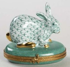 A fantastic selection of Travel collectible Limoges boxes and gifts imported… Jewellery Boxes, Jewelry Box, Year Of The Rabbit, Porcelain Ceramics, Painted Porcelain, White Porcelain, Ceramic Boxes, Pretty Box, Painted Boxes