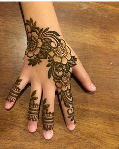 Henna Designs For Kids, Modern Henna Designs, Henna Tattoo Designs Simple, Floral Henna Designs, Finger Henna Designs, Mehndi Designs Feet, Back Hand Mehndi Designs, Mehndi Designs For Beginners, Mehndi Designs For Fingers