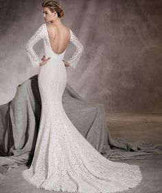 Amor - Lace wedding dress with long sleeves and low back