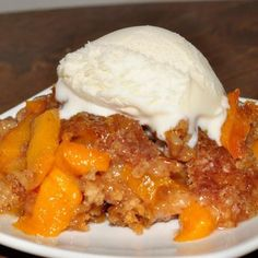Crock Pot Peach Cobbler Crock Pot or Slow Cooker Peach Cobbler dessert recipe is best served warm and topped with vanilla ice cream. It's an easy dessert to throw in the crock pot and just let it cook. Everyone loves this! Slow Cooker Desserts, Crock Pot Desserts, Slow Cooker Recipes, Dessert Recipes, Cooking Recipes, Crockpot Ideas, Cake Recipes, Dinner Recipes, Dessert Simple