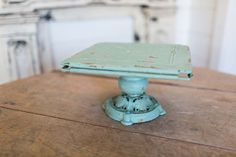 Distressed cake stand - DIY project!