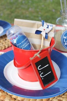 DIY of July Confetti Poppers~~ *Push-up pop containers *Star-shaped confetti *Confetti popper labels *Scissors *Double-sided tape 4th Of July Party, Fourth Of July, Teacher Party, Confetti Poppers, Usa Party, Independance Day, Party Expert, Party Places, New Years Eve Party