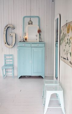 Mint-coloured room