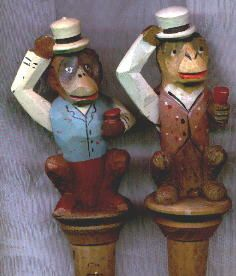 Monkeys stopper Cork Stoppers, Bottle Stoppers, Garage Bar, Old Bottles, Monkey Business, Wood Carvings, Puppets, More Fun, Thrifting