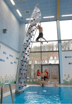 Funny pictures about Awesome Poolside Climbing Wall. Oh, and cool pics about Awesome Poolside Climbing Wall. Also, Awesome Poolside Climbing Wall photos. Inventions Sympas, Future House, My House, Interior Design Minimalist, My Pool, Pool Fun, Climbing Wall, Climbing Shoes, Rock Climbing Gear
