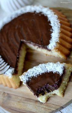 Tarte financière ( ou financier géant ) à la noix de coco & au chocolat. Coconut & chocolate ideally united in a wonderful cake !
