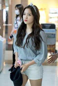 Yeri fashion at Gimpo Airport . KPOP RED VELVET
