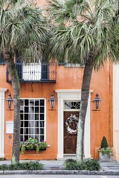Even people who have never set foot in this dreamy Lowcountry city have romantic notions about it. Sense Of Place, The Good Place, Hotels And Resorts, Best Hotels, Grove Park Inn, Hilton Head Island, Beach Town, Best Places To Eat, Best Cities