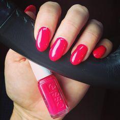 """Diese Woche gibt es """"Watermelon"""" auf den Nägeln  #essie #essielove #essiepolish #essieliebe #essiewatermelon #watermelon #nagellack #nails #nailpolish #nailstagram #gelnails #gelnägel"""