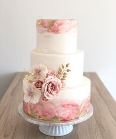 Check out 110 models of wedding cake that will inspire you to choose the perfect model to be part of this day so memorable. Pretty Wedding Cakes, Amazing Wedding Cakes, Elegant Wedding Cakes, Wedding Cake Designs, Pretty Cakes, Beautiful Cakes, Wedding Cake Pink, Elegant Cakes, Engagement Cakes