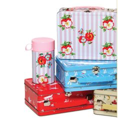 retro lunch boxes, so lovely  #retro #bento #lunchbox #lunch #retro #shabbychic
