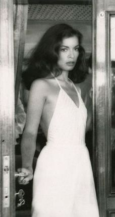 look Bianca Jagger - Icon People - Ideas of Ic - Minimal Chic, Minimal Fashion, White Fashion, Minimal Classic, Fashion Tag, 70s Fashion, Vintage Fashion, Dress Fashion, Trendy Fashion