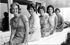 Joan Kennedy, Jean Kennedy Smith, Eunice Kennedy Shriver, Jackie Kennedy, Ethel Kennedy in Hyannis, 1960.