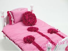 This cute pink comforter has hot pink 3D flower designs on one side and is white with tiny pink polka dots on the other.  The hot pink pom-pom fringe around the outer edge completes the look. Comes with coordinating pillow and decorative round pillow! Comforter measures Length 51cm  x Width 34cm (20 1/4 inches x 13 1/2 inches).