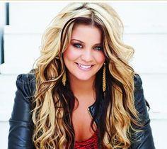Lauren Alaina!! She is so pretty!! I wish I had her hair!!