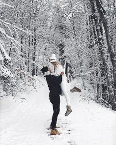 Winter Photography, Couple Photography, Photography Poses, Editorial Photography, Winter Couple Pictures, Winter Pictures, Photo Couple, Couple Shoot, Couple Fotos