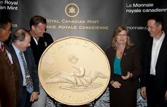 The 2012 Lucky Loonie presented by the Royal Canadian Mint to Mark Tewksbury, Chef de Mission for the 2012 Canadian Olympic Team at Canada's Sports Hall of Fame in Calgary, AB. Facts About Canada, London Summer Olympics, Canadian Things, Sport Hall, O Canada, Olympic Team, Coin Collecting, Fun Facts, My Love