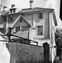 Lille Øvregate, den gamle Latinskolen fra marcus.uib.no