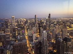 Top Chicago Rooftops - Where to find panoramic views of downtown for free - My Ticklefeet Chicago Usa, Chicago River, Chicago Skyline, Rooftop Chicago, Chicago Attractions, Chicago Vacation, Dream Illustration, Buckingham Fountain, Aerial View