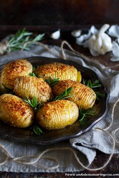 Hasselback potatos is a Swedish classic and one of the best side dishes in the world! Matka, Hasselback Potatoes, Xmas Dinner, Mary Berry, Best Side Dishes, Swedish Recipes, Andalusia, Group Meals, Baked Potato