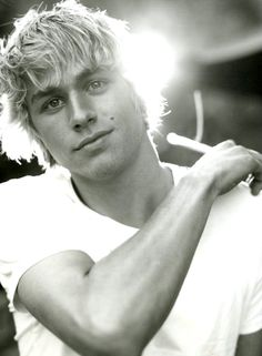 Young Charlie Hunnam - could totally see him as Peregrine in Under The Never Sky!