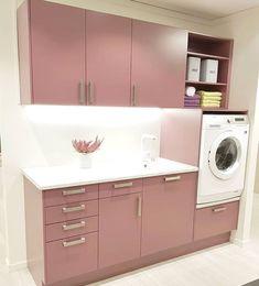 """231 likerklikk, 11 kommentarer – Sigdal kjøkken (@sigdalkjokken) på Instagram: """"Vi elsker fargen på vaskerommet utstilt hos vår forhandler @sentrumbygg 🙌🏼"""""""
