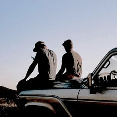 """""""Let's sit on the car at pm and talk about life"""" Grunge Style, Rock And Roll, Tumblr Bff, The Last Summer, Secrets Of The Universe, Star Wars, Story Inspiration, Retro, Best Friends"""