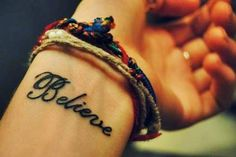 "Tatuaje en la muñeca ""BELIEVE"""