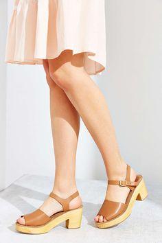 Modern Colorist   A Modern Roundup: Summer Sandals   Ecote Rita Heeled Clog