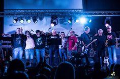 El pasado sábado 21 de Noviembre, en el Cine Helvético de la ciudad de Nueva Helvecia (Colonia), se presentaron dos bandas: Sui Magens y Flowers. Fue un reencuentro de amistades y de toda una generación, ya que desde los años 80` no tocaban. Con el cine completo, se pudo vivir una gran noche de música.