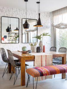 Luminosa y acogedora, en esta casa de nueva construcción se nota el buen hacer de la interiorista Paula Duarte.