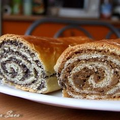 Saviecuta cu mac si nuca (Baigli) World Recipes, My Recipes, Cake Recipes, Dessert Recipes, Cooking Recipes, Romanian Desserts, Romanian Food, Pastry Cake, Sweet Cakes