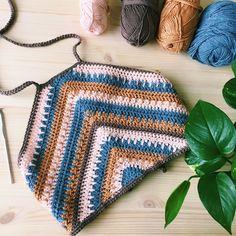 Crochet Summer Tops, Crochet Halter Tops, Crochet Crop Top, Crochet Bikini, Crochet Skirts, Pull Crochet, Mode Crochet, Learn To Crochet, Knit Crochet