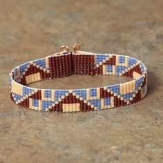 Sympa ce motif / Native American Blue and Red Beaded Bracelet by PuebloAndCo, $14.99